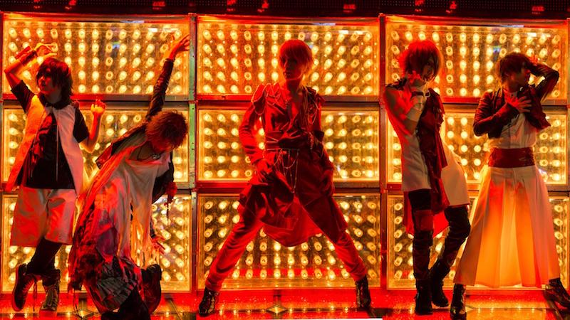 ダウト●2007年、幸樹(Vo)、威吹(G)、ひヵる(G)、玲夏(B)、ミナセ(Dr)の5人でダウト結成。「愛国心的エンターテイナー」をコンセプトに掲げ、様々な楽曲やライブで独自のスタイルを邁進。2011年7月、シングル「ROMAN REVOLUTION」でメジャーデビュー。2014年9月、ミナセ(Dr)脱退。2015年8月、直人(なおと/Dr)が新メンバーとして正式加入。2016年は新年早々、新生ダウトとして初のニューアルバムをリリース予定。今後のダウトからますます目を話せない。